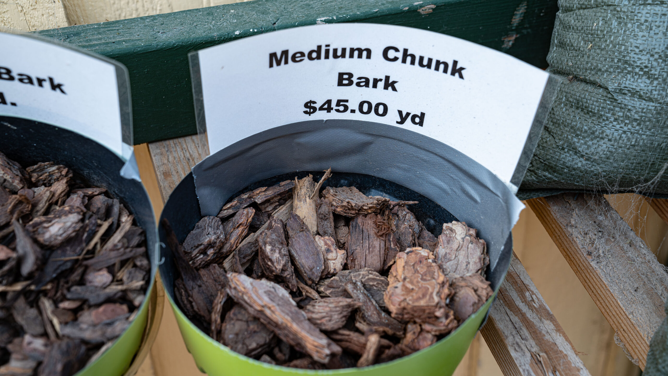 Medium Chunk Bark - Adams Gardens